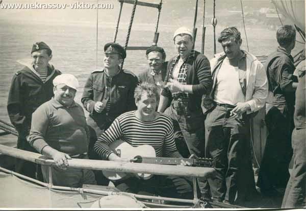 В центре Станислав Славич, Леонид Волынский, Виктор Некрасов, Крым, 1960-е